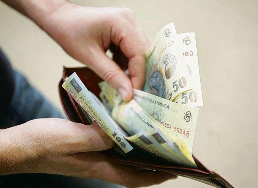 Salariul minim va fi majorat de la 1 ianuarie până la 2.350, pentru cei cu studii superioare
