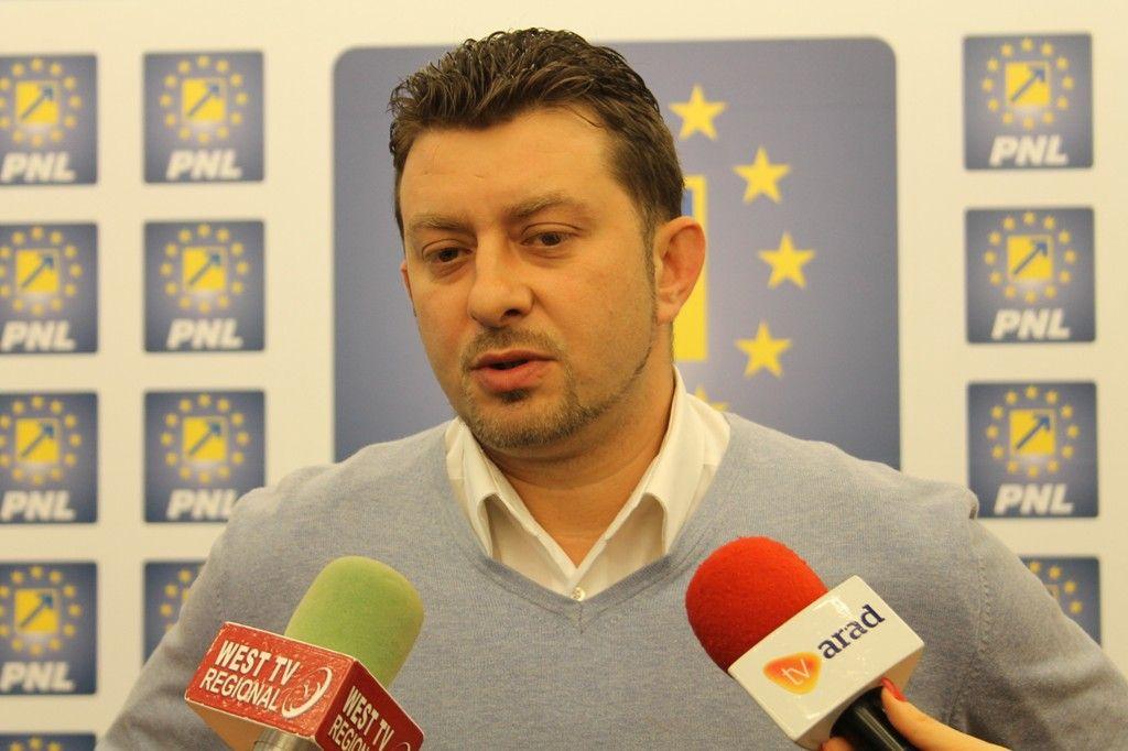 E oficial ! Călin Abrudan candidează împotriva lui Falcă la șefia PNL Arad
