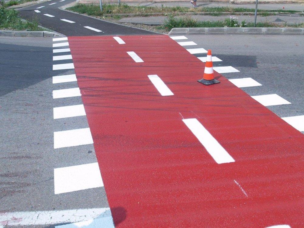 Șoferii care blochează pistele de biciclete, amendați de poliția locală
