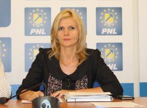 """Boghicevici este """"îngrijorată"""" de soarta bugetarilor, însă uită că a susţinut tăierile de salarii în 2010"""