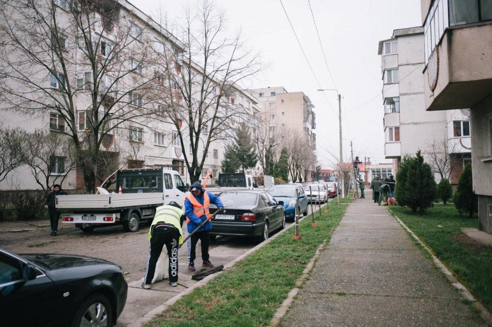 """""""Curăţenia de primăvară"""" continuă în cartierul Micălaca"""