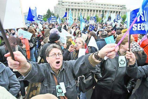 PROFESORII ARĂDENI S-AU ALĂTURAT CELOR 15.000 DE PROFESORI CARE PROTESTEAZĂ ÎN CAPITALĂ