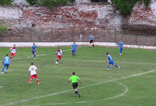 Şoimii Lipova câştigă în derby şi preia şefia în Liga a IV-a!