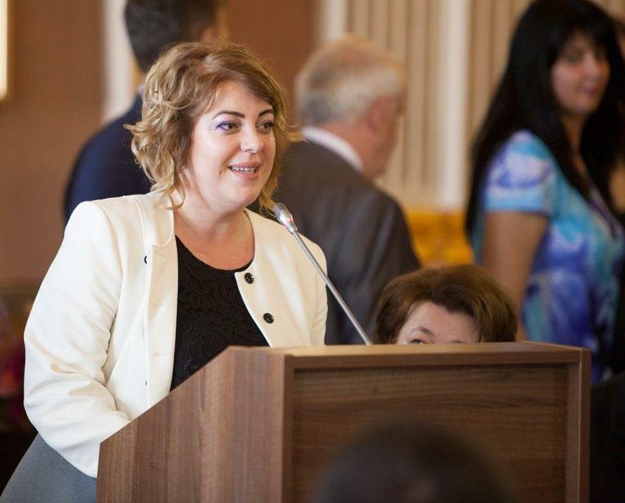 """Anca Stoenescu (PSD): """"Întotdeauna când vine vorba despre educaţie trebuie să se găsească soluţii"""""""