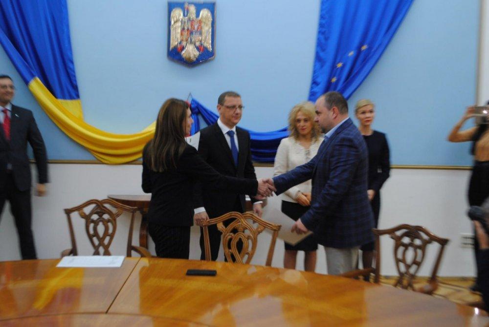 Parlamentarii arădeni au primit certificatele din partea prefectului Cosmin Pribac