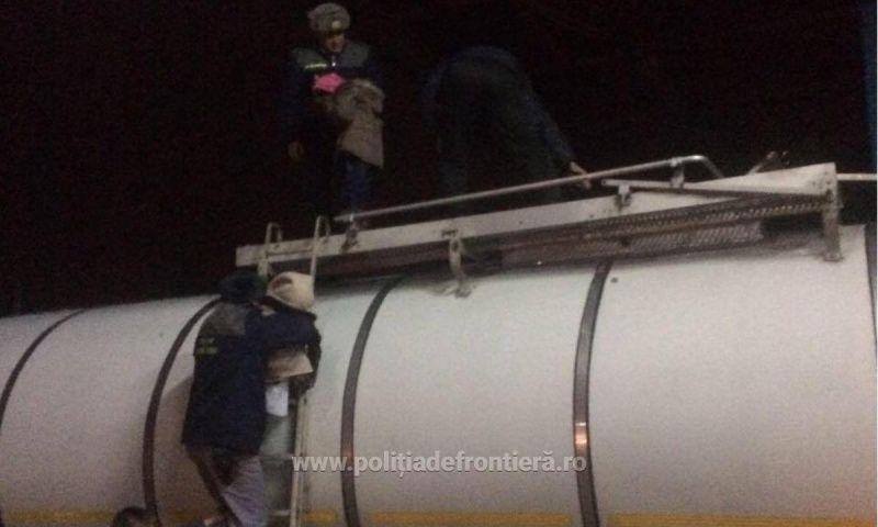 42 de irakieni, descoperiți într-o cisternă de polițiștii de frontieră de la Vărșand