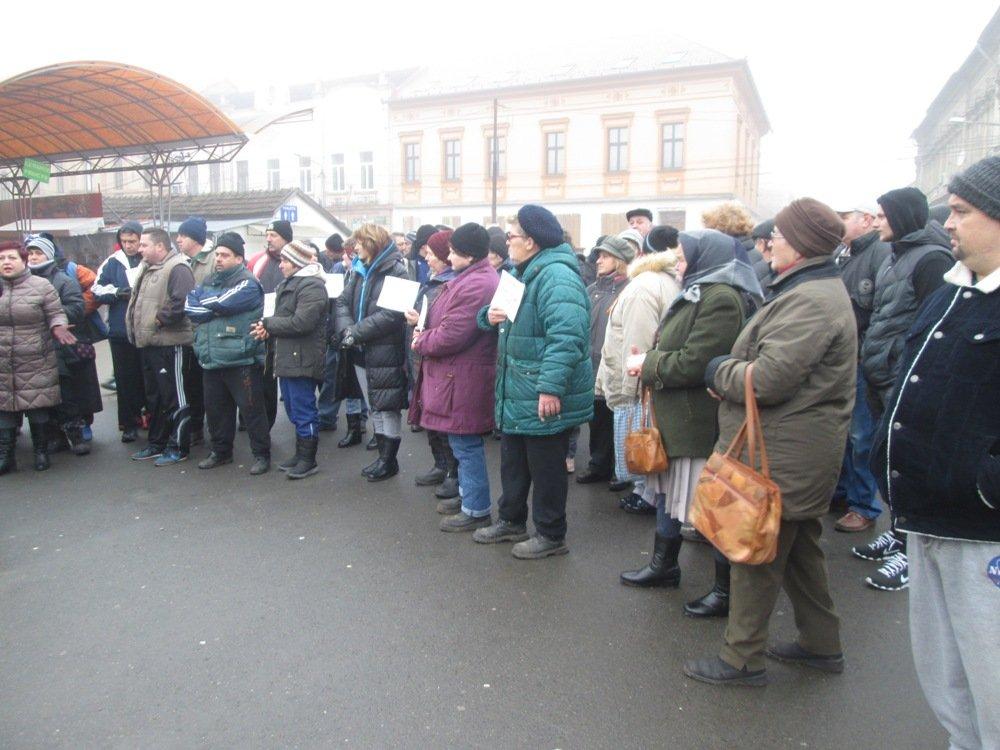 Protestul care l-ar putea dărâma pe Falcă! 5.000 de arădeni au semnat pentru Piaţa Catedralei