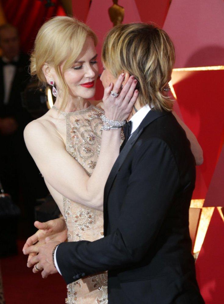 Nicole Kidman și soțul ei, sărut de Oscar pe covorul roșu