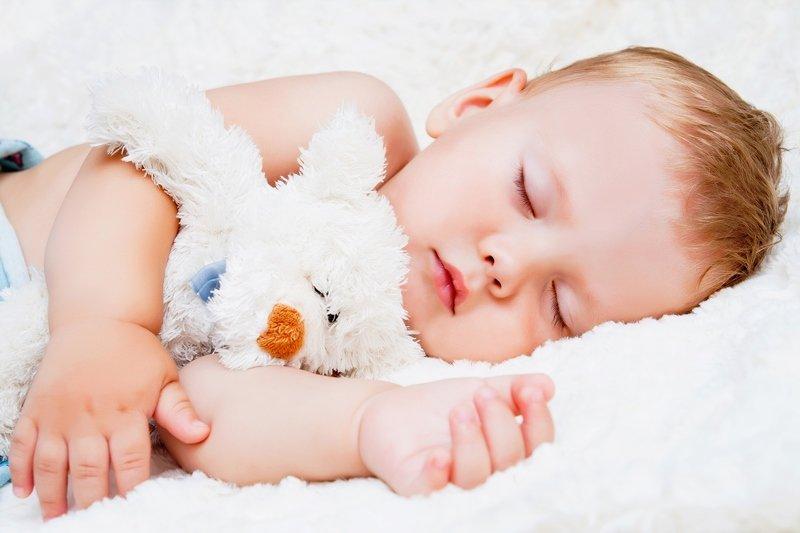 Ai un bebeluș care sforăie? Vezi cum poți să îl ajuți!