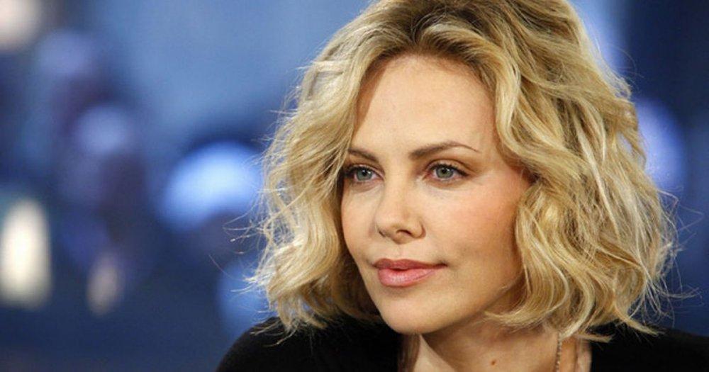 Charlize Theron nu a murit! Un site de știri a anunțat în weekend moartea actriței