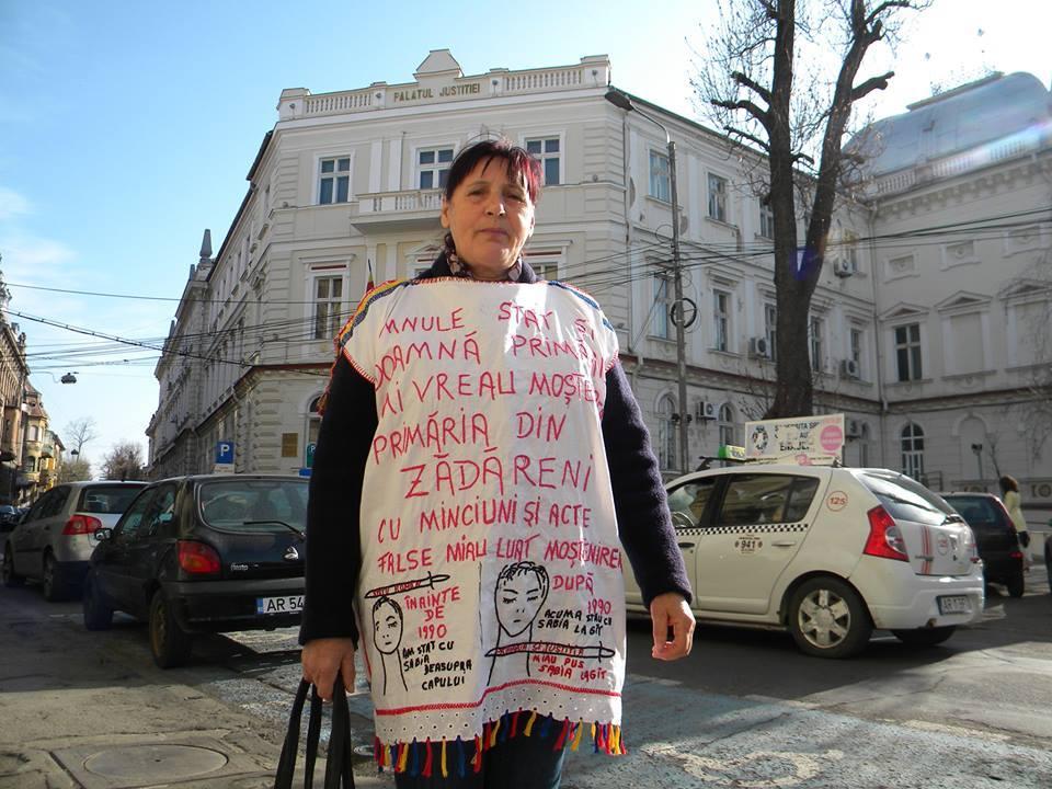 O femeie din Zădăreni o acuză pe primăriţa Doina Petri că vrea să îi ia, în mod ilegal, moştenirea