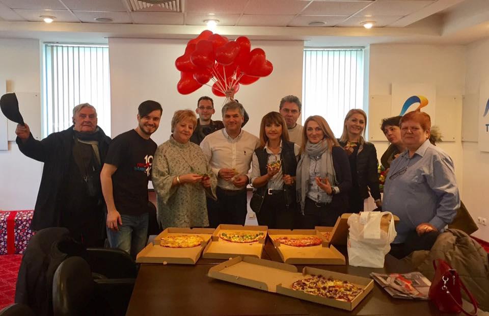 Mircea Radu a sărbătorit cu colegii venirea pe lume a fetiței lui