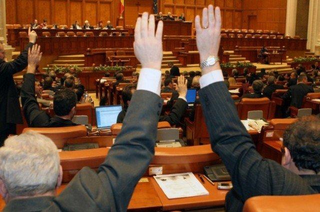 Moțiunea de cenzură a căzut. Opoziția a adunat doar 166 de voturi