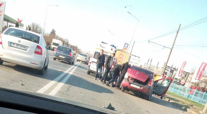 Accident grav la ieşirea din Arad! Două persoane au fost rănite