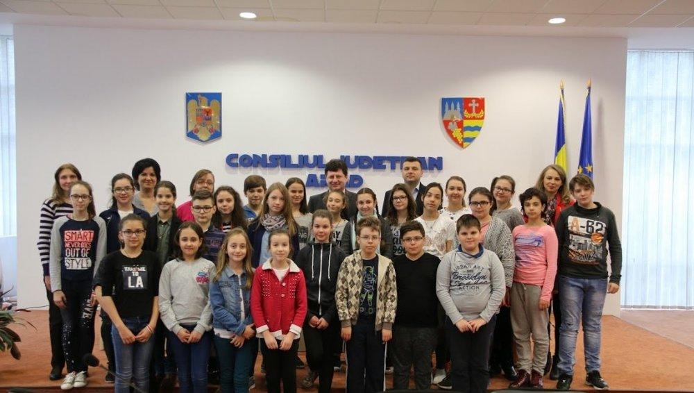 """Elevii au vizitat Consiliul Judeţean, în cadrul """"Săptămânii Altfel"""""""