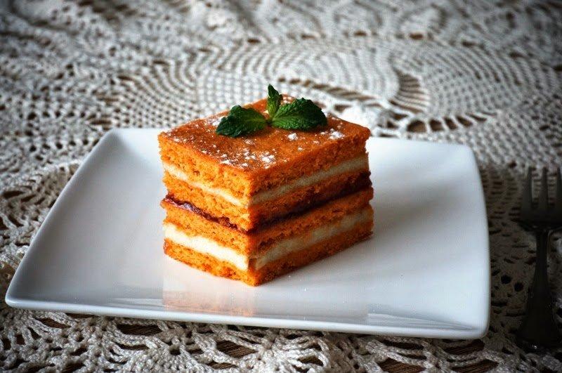 Rețeta zilei: Prăjitură de foi cu suc de roșii, de post