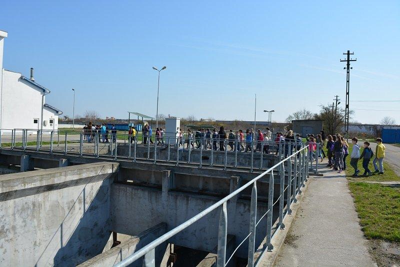 Elevii arădeni, în vizită la Staţia de Epurare a apei din Arad