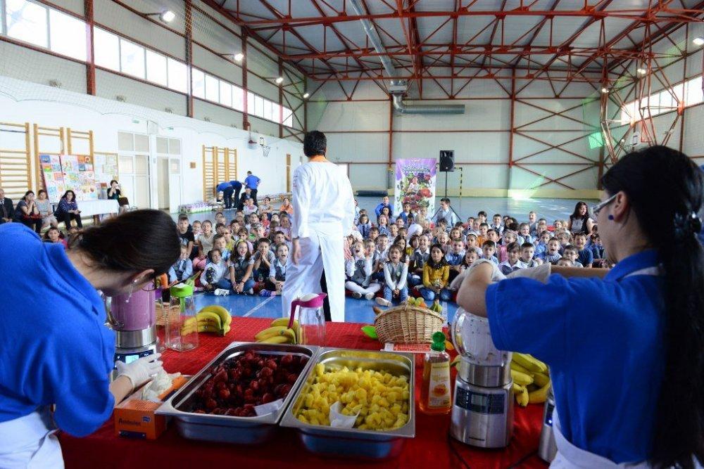 """Peste 500 de elevi arădeni învață despre nutriție prin programul Selgros """"Sănătatea începe din farfurie"""""""
