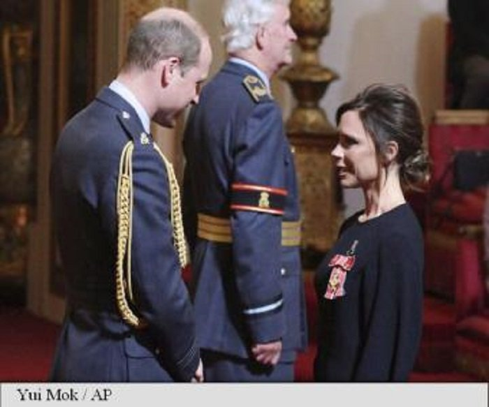 Victoria Beckham, decorată de Prințul William