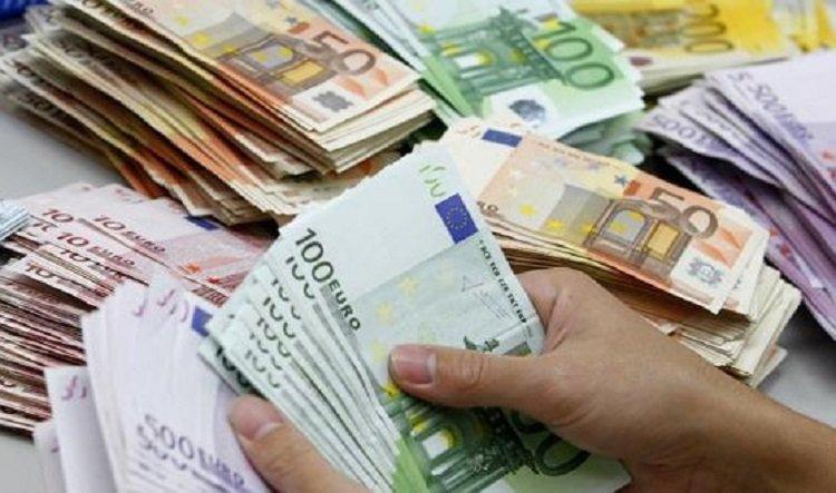 Românii din Diaspora, obligați să justifice orice sumă peste 1.000 de euro trimisă în țară