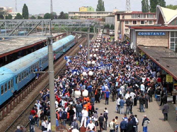 Aglomerație mare în trenurile care pleacă din Arad spre mare
