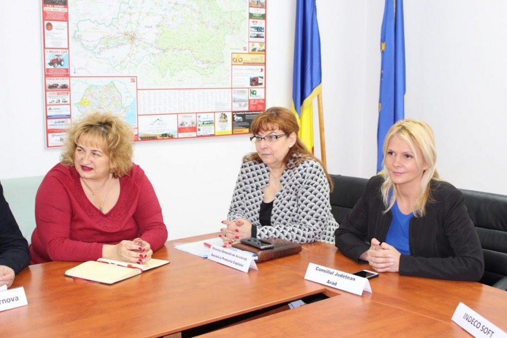 Persoanele cu dizabilități din Arad scapă de birocrație, în cadrul unui proiect-pilot!