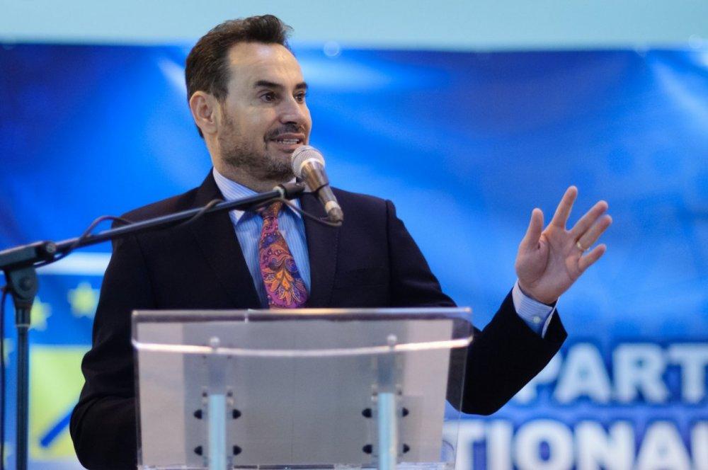 Gheorghe Falcă ar putea pierde mandatul, proaspăt câştigat, de preşedinte al PNL Arad