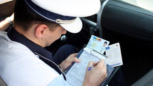 Peste 100 de sancțiuni contravenționale, aplicate de poliția rutieră în ultimele 24 de ore