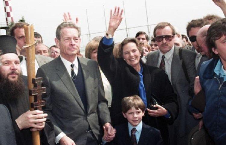 Amintirea unei zile pline de emoție: Reîntâlnirea Regelui Mihai I cu țara, în 25 aprilie 1992