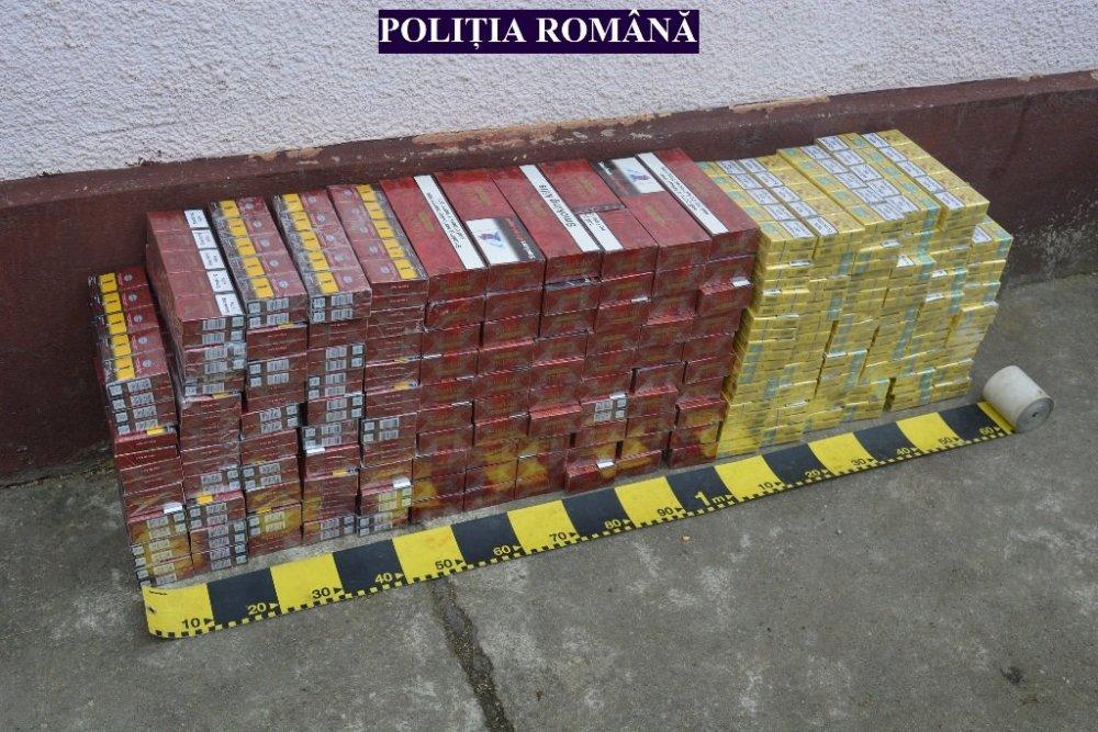 Polițiștii din Craiva au depistat o camionetă plină cu țigări de contrabandă