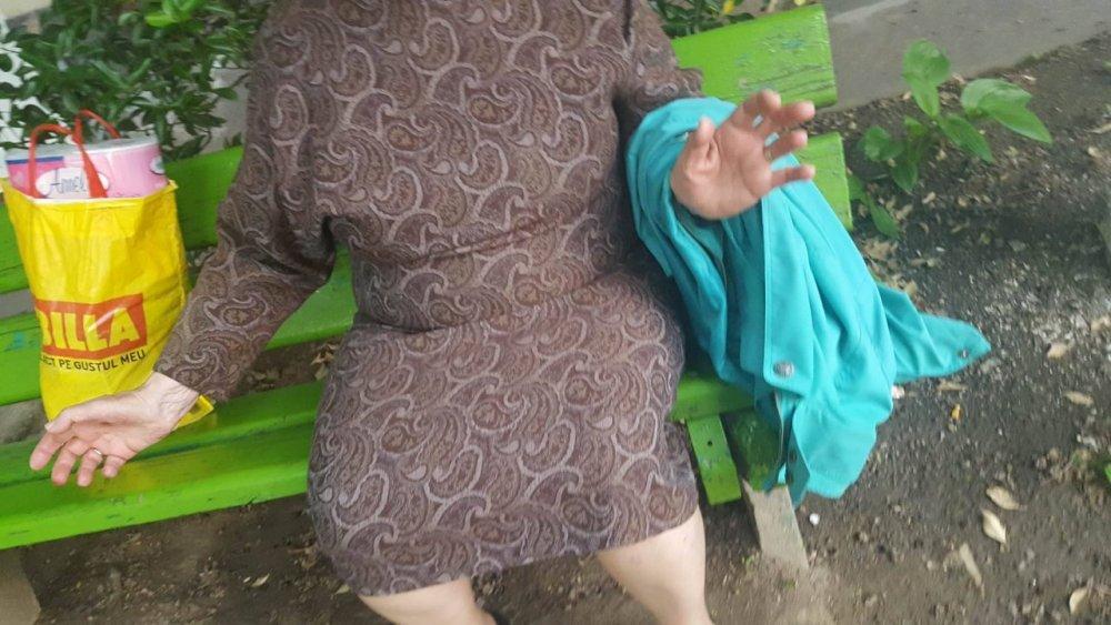 (FOTO) Bătrână de 80 de ani, tâlhărită în plină stradă în zona Podgoria