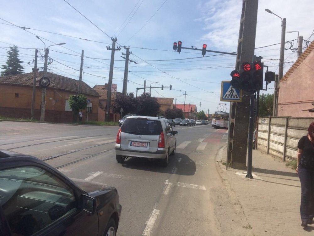 Intersecția străzilor Abatorului cu Ion Rațiu (Pădurii) a fost semaforizată