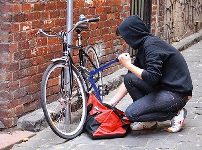 Un bărbat din Dolj a fost prins în timp ce fura o bicicletă din municipiu