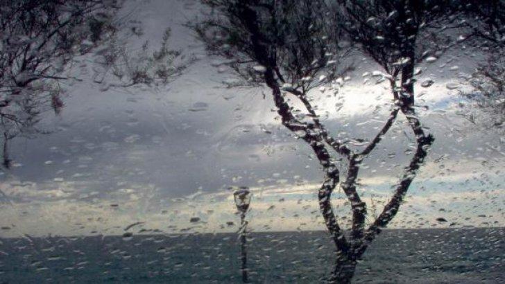 Ploi și furtuni în toată țara