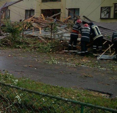 """""""Uraganul"""" de vineri seara a lovit Staţiunea pentru Creşterea Bovinelor din Arad"""