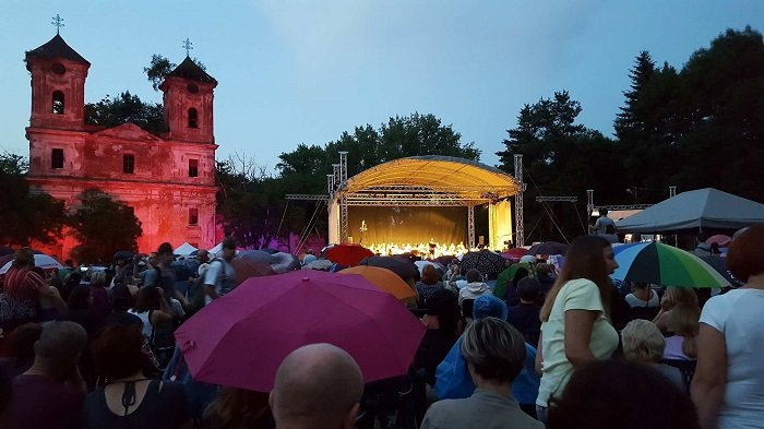 (FOTO) Cetatea Aradului, sub asediul muzicii Pop&Rock Simfonic. Peste 5000 de arădeni au participat la eveniment