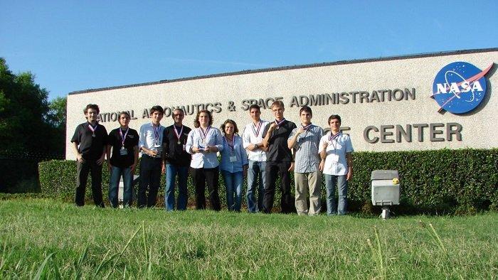 Nouă elevi români au obținut locul I la un concurs NASA