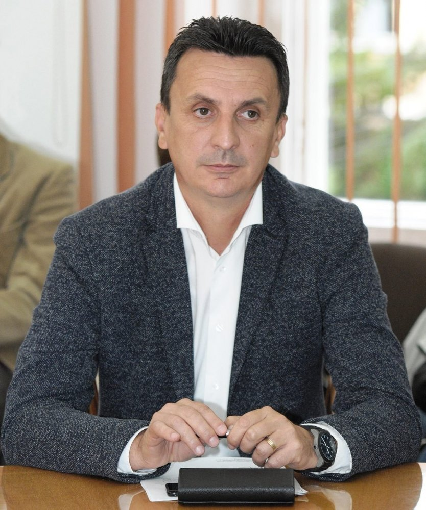 """Florin Tripa : """"Primarii PNL ar trebui să ceară demisia incompetenților din fruntea CJA, care-și bat joc de Arad"""""""