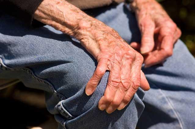 Trei la sută din populația României suferă de boli inflamatorii reumatice
