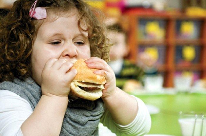 Numărul copiilor obezi a crescut de zece ori în ultimii 40 de ani