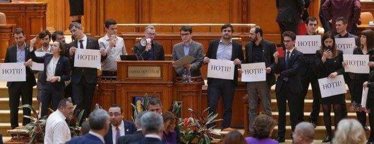 USR Arad luptă împotriva abuzurilor PSD asupra justiției