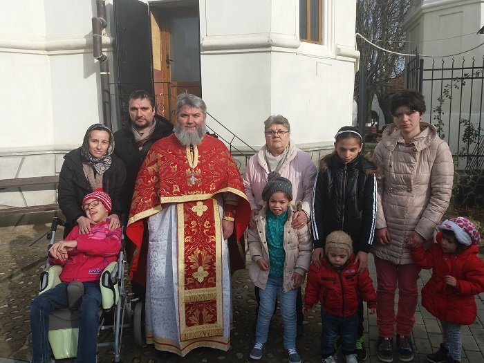 Copii cu dizabilități, în vizită la Mănăstirea Hodoș-Bodrog