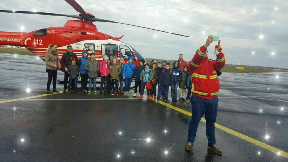 """Elevii de la """"Mihai Eminescu"""" au văzut cum arată un aeroport fără avioane"""