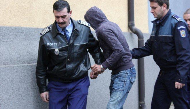 Trei tineri condamnați la închisoare au fost reținuți de polițiști