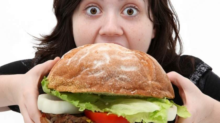 Trucuri care te pot ajuta să scazi pofta de mâncare