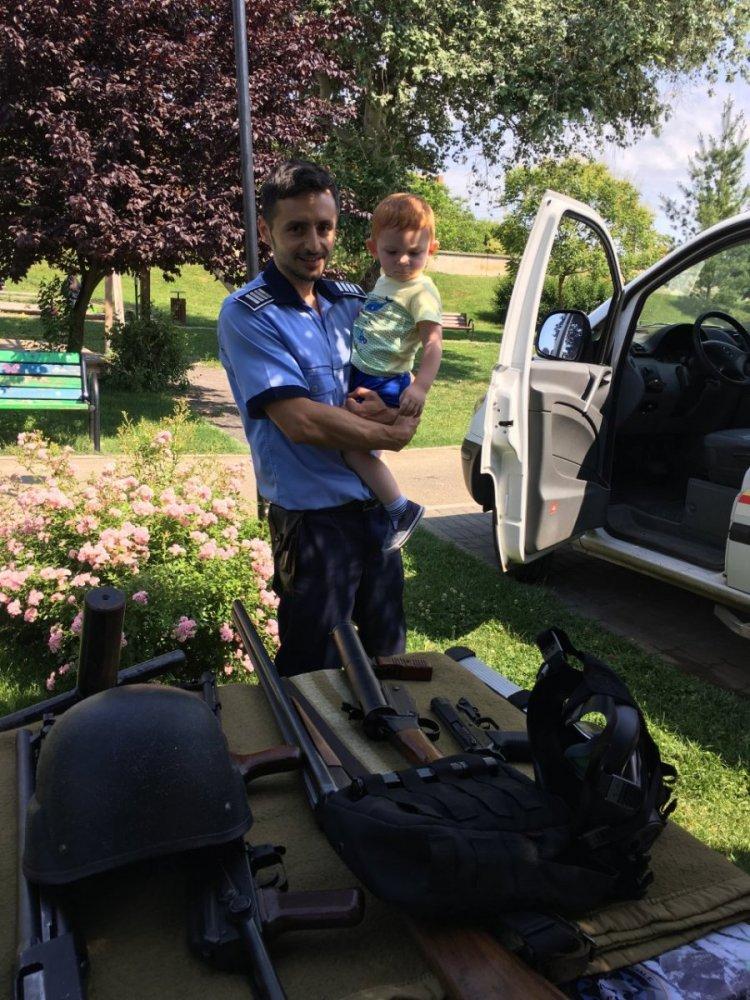 (FOTO) Polițiștii arădeni au sărbătorit 1 iunie alături de copii
