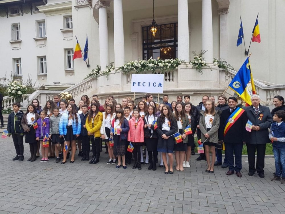 Foto Peste 40 De Tineri Din Pecica Prezenți La Nunta Principelui