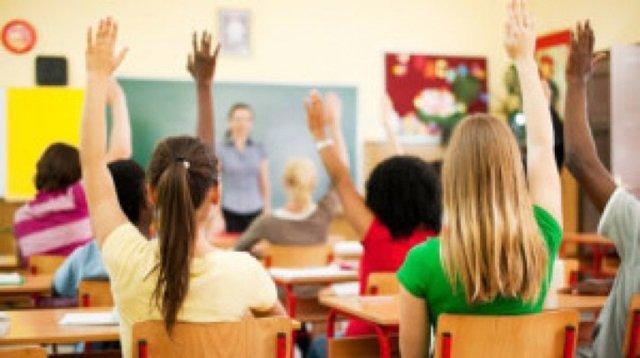 Peste 6.500 de elevi arădeni vor beneficia de burse