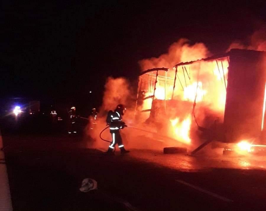 (UPDATE) Incendiu pe autostrada Arad – Timișoara. Traficul a fost oprit