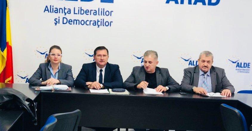 """""""ROMÂNIA – 100 de ani într-o zi"""", eveniment organizat de femeile din ALDE Arad"""
